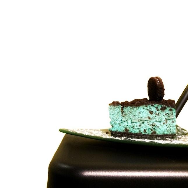 Oreo Peppermint Cheesecake