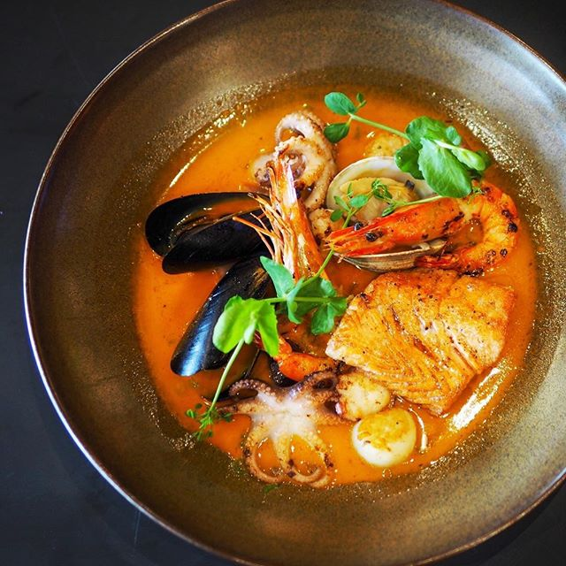 Joey's Fisherman Stew $38 ☻☻☻☻☻☻☻☻☻☻ A medley of seafood consisting of prawns, shellfish, octopus, scallops and salmon.