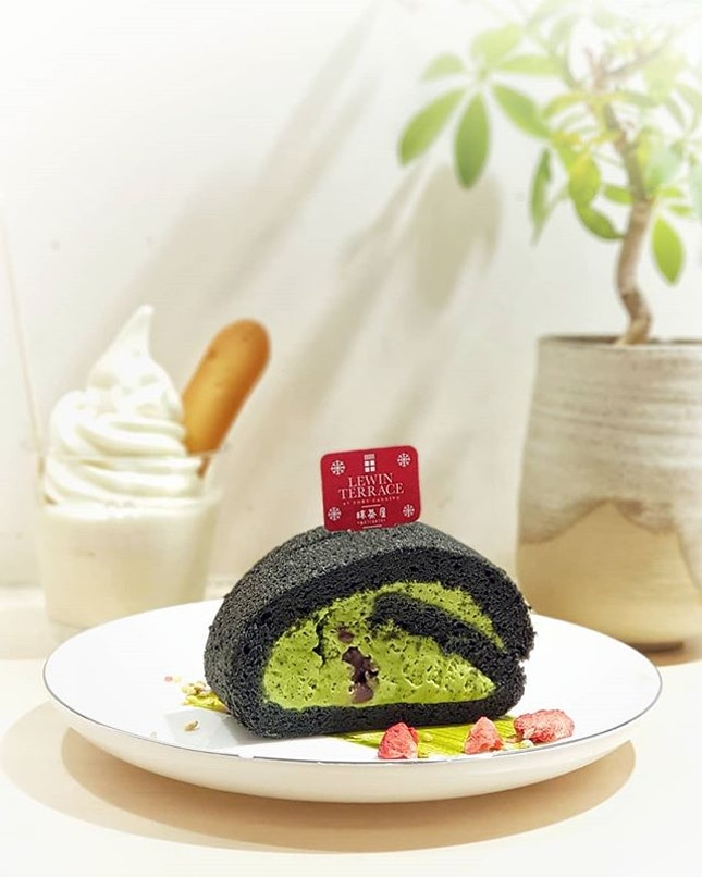 Uji Matcha Roll Cake by @lewinterrace at @matchayasg 🍃  Soft charcoal infused sponge cake with smooth matcha cream & azuki beans 🍵  Would prefer it to be slightly more bitter, but still a very yummy teatime snack 👍 .