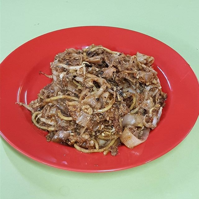 Fried to perfection with good wok hei and lard, this is my favourite char kway teow around.