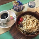Mushroom Aglio Olio Set Lunch ($10) [] Spaghetti cooked with garlic, chili & olive oil tossed with mushrooms & cherry tomatoes [] Extremely simple & quick fix for lunch.