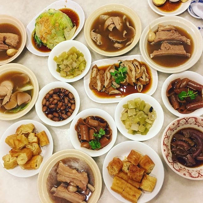 Signature Spare Ribs Soup ($9.50) ▫️ Braised Small Intestine ($7) ▫️ Braised Pig Skin ($3.50) ▫️ Braised Peanuts ($2.80) ▫️ Braised Big Intestine ($7.50) ▫️ Blanched Pig Kidney ($7.50) ▫️ Blanched Pig Liver ($7) ▫️ Fried You Tiao ($2.30) ▫️ Blanched Lettuce ($5.50) ▫️ Tang-O ($5.50) ▫️ Preserved Vegetables ($3.50) ▫️ Braised Egg ($1) ▫️ Verdict: Soup base was too peppery, couldn't taste any sweetness of the broth.