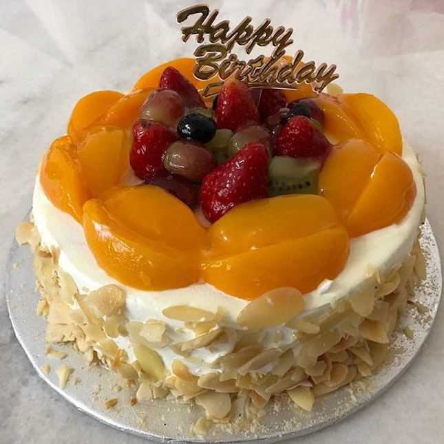 Fruit Gateau ($30.80) from Bengawan Solo at NEX 🎂 I must say the quality of cake from Bengawan Solo has become better.