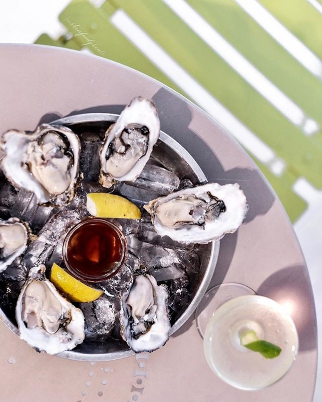 Happy Hour Oysters ($2 each).