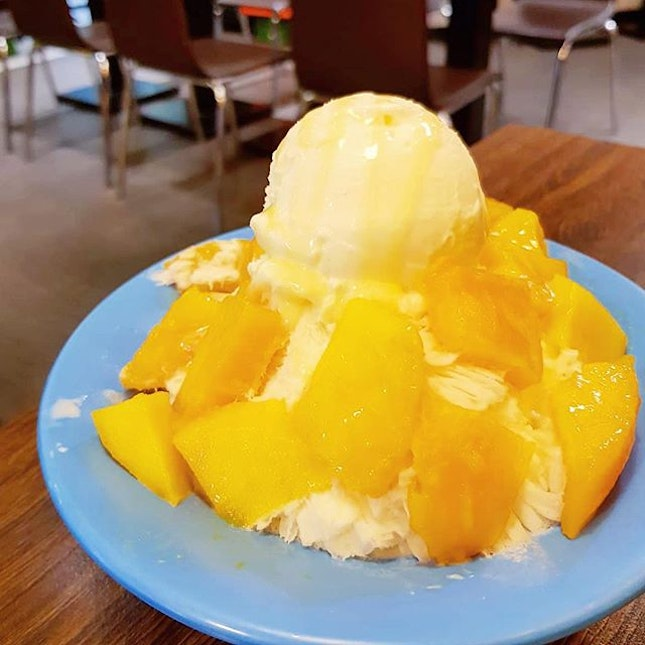 [Taiwan, Taipei🇹🇼] You got to try Taiwanese style shaved ice when in Taiwan and one of the popular chain store is Smoothie house.