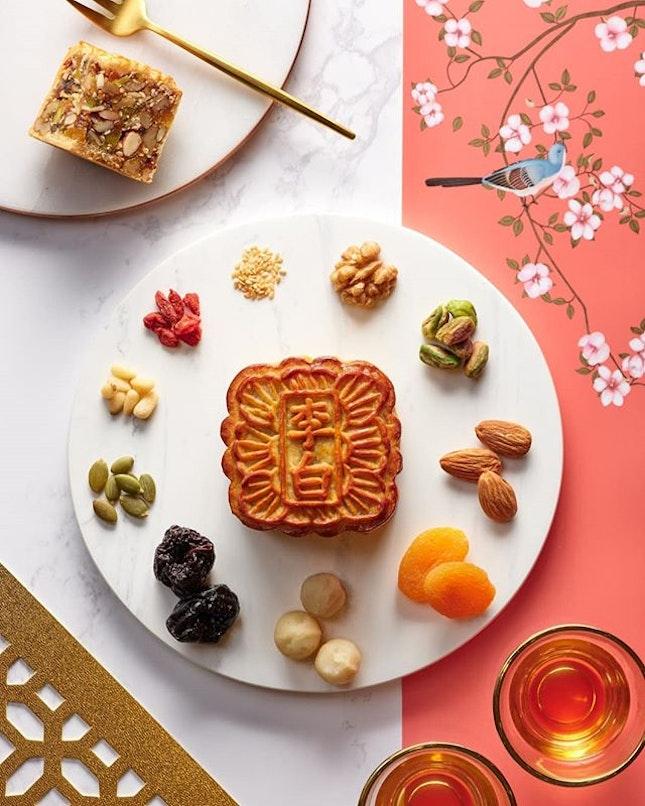 月亮代表我的心; 月饼代表我的爱 ❤ Show your affection for your loved ones by gifting them with these exquisite mooncakes from @libaisg @sheratontowerssg - exclusively available from 1st Aug to 13th Sep!