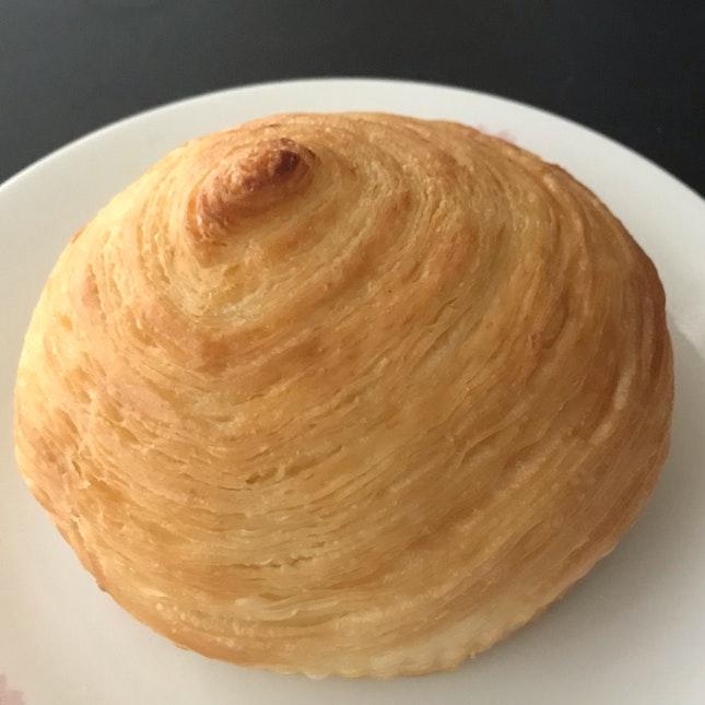 Crispy Cream Cheese Bun ($2)