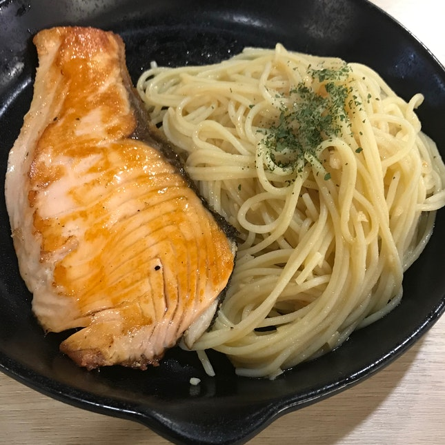 Aglio Olio With Grilled Salmon ($10.90)