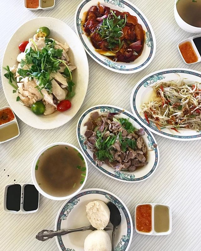 Extreme value for money, S$31 for this awesome spread, paired with chicken rice balls.
