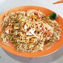 Hokkien Mee is one of my favourite foods and I am glad I can eat it while wearing braces!