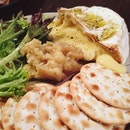 Baked Camembert that oozed when served, complemented with apple chutney on crackers.
