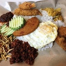Our kind of supper on the eve of National Day, the real Nasi Lemak!