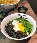 Who likes all these mixed into the Taiwan Mazesoba Nagoya style, with a big oozy egg and spicy minced meat, for a flavourful dry ramen?