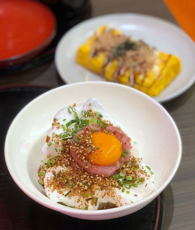 Side by side with Aburi-En along the new makan alley in Novena Square, we were attracted by the novelty of an egg-centric Japanese restaurant Our first pick was the IG-worthy Tamago Kake Gohan with a yolk on fluffy egg white, topped up with raw minced tuna.