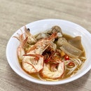 One of the more touristy prawn mee in SG by virtue that it's located right next to Haji Lane.