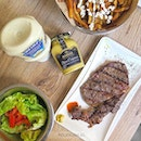 It's unpretentious, casual, ribeye steak, comes with UNLIMITED homemade fries 🍟 and fresh salad 🥗 and is super reasonably priced at S$19.90.