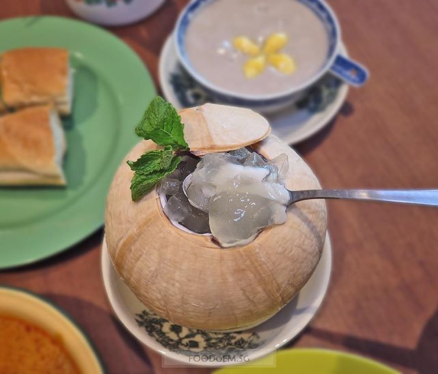 Chase away Monday blues with this icy cool coconut with aloe vera and ice jelly; perfect for the hot weather nowadays.