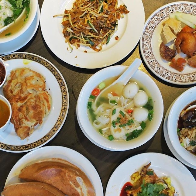 Well known for its Penang Hawker Fare since 1986, guest hawkers from Penang have once again returned to York Hotel White Rose Cafe to serve their local fare.