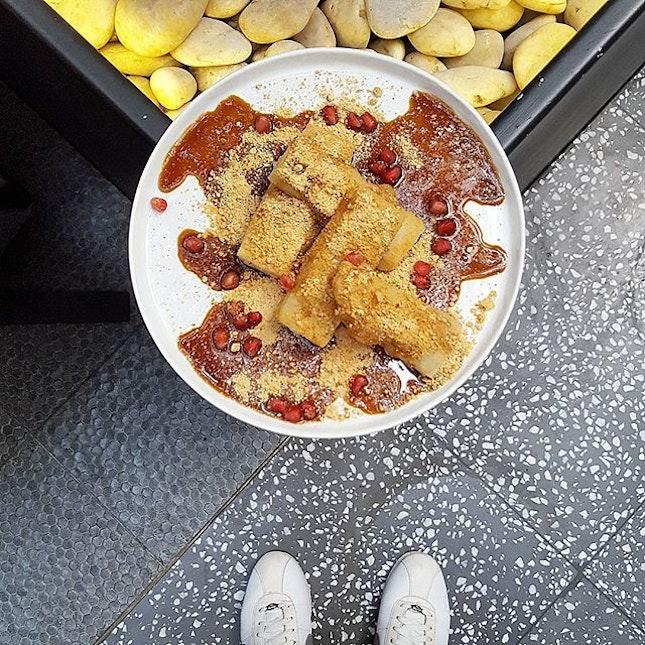 💛❤💛❤💛 * 过年吃糯米糕, 吃了步步高升。 * Glutinous Rice Cake * 📍Birds of a Feather SG 113 Amoy Street S (069935) Tel: 6 221 7449 * Daily 10am to 11pm * #birdsofafeathersg #burpple #hungrysquad #foodstarz #eatbooksg #whati8today #videomasak #phaat #eatlikeshit #dailyfoodfeed #foodbossindia #losangeleseats #eatbooksg  #ExploreSingaporeEats #ExploreSingapore #eatingnyc #damien_tc #singaporeinsiders #thisisinsiderfood