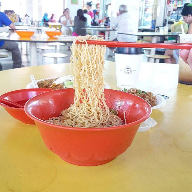 Daily lifting Kolo Mee * #starvingfoodseeker #burpple #hungrysquad #foodstarz #videomasak #phaat #foodbossindia #losangeleseats #eatingnyc #damien_tc #singaporeinsiders #thisisinsiderfood #jktfoodbang #exploreflavours #asiafoodporn #feedthepanda #foodie #dailyfoodfeed #thisisinsider #thisisinsiderfood