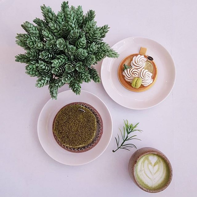 Dessert situation @twobakerssg * This is how holidays should be spent 😍😍😍 * #twobakers #flatlaytoday #starvingfoodseeker #burpple #hungrysquad #foodstarz #videomasak #phaat #foodbossindia #losangeleseats #eatingnyc #damien_tc #singaporeinsiders #thisisinsiderfood #jktfoodbang #exploreflavours #asiafoodporn #feedthepanda #foodie #dailyfoodfeed #thisisinsider #thisisinsiderfood