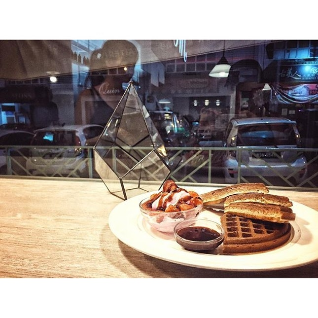 Waffle~ing with our shadows  #jwc#waffles#cafehopping#burpple#jb#instapic#potd#instamood#foodporn#foodpics#foodgasm#dessert#sweettooth