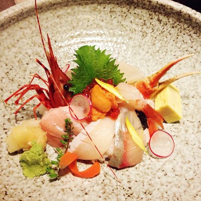 Tokusen Hokkai Chirashi Don (S$50, lunch set inclusive of misoshiru, chawanmushi & dessert)