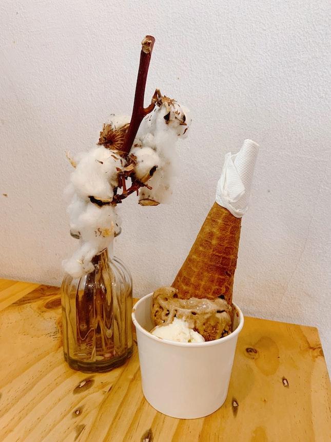 Kopi Peng & Coconut Double Scoop