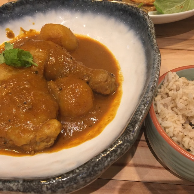 Whole Leg Curry Chicken With Brown Rice