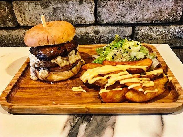 Two Blur Guys - Prime Beef with Portobello Burger (💵S$18.45) Prime Beef, Portobello & Cheese served Potato Wedges & Garden Greens.
