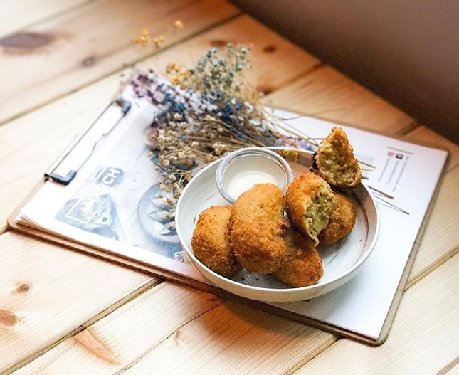 Anarchy Wine + Brew Bar - Invited Tasting - Bites : Mussel Fritters with Yuzu Miso (💵S$15) 🍋 • One of America's most dangerous export was never nuclear weapons or Jerry Lewis...