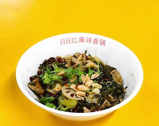 日日红麻辣香锅 - 一人份,中辣 (Portion for one, Medium Spiciness 💵S$13) 🍲 • Arguably one of the Best 麻辣香锅 around, especially when it has 3 outlets under the same Hawker Centre.
