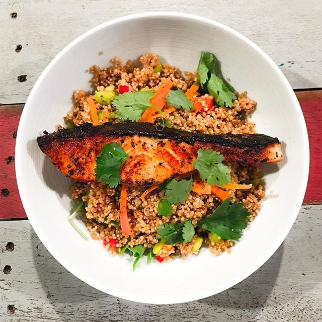 The Hangar - HOSTED TASTING - Healthy Bowls - Lemon Lime Salmon (💵S$17)  With peppers, carrots & crunchy edamame on quinoa.