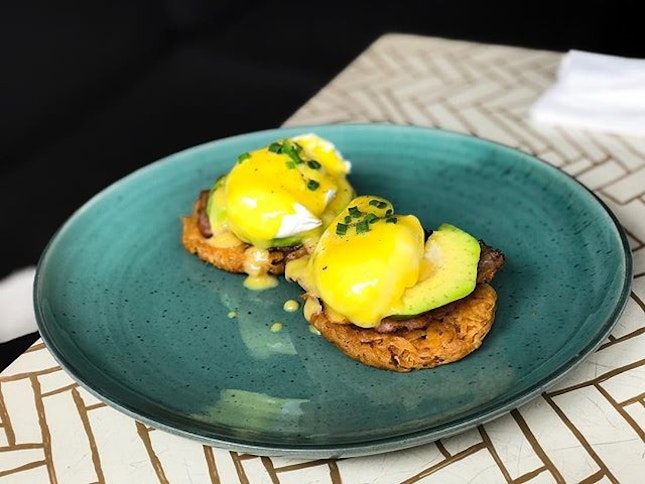 Sea Circus Cafe @seacircus - Breakfast - Rosti Benedict (💵85,000 Rupiah/S$8.50) Potato Rosti served with poached egg, avocado & hollandaise with your choice of bacon or smoked salmon / spinach.