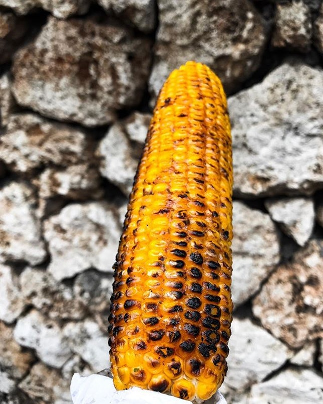 ACAMASEATS & GTK💮: You may find somewhere in other kitchens something as good, but you'll never find something better than this, I don't know what makes it so good, this street side barbecue spicy buttered corn (15,000 Rupiah/💵S$1.50) 🌽 • Maybe it's the barbecue, the company or just the simplicity of it all.