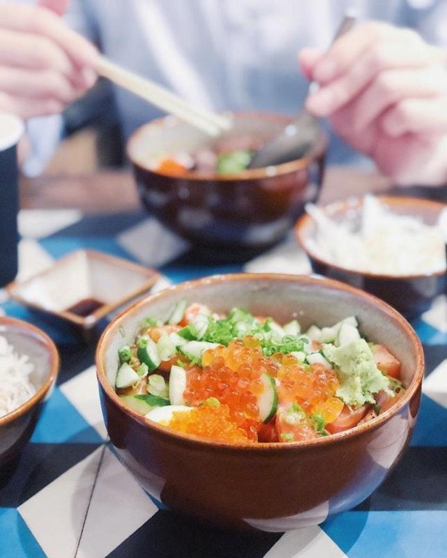 Salmon chirashi don for dinner @waacowsg  #sgfood #sgfoodies #burpple #instafood_sg #sgcafe #asiafoodprn  #iphoneonly #iphonex #japanesefood  #bonappetit #vscoedit #agameoftones #thecreatorclass #createcommune  #foodvsco #f52grams #eeeeeats #buzzfeast #forkyeah #getinmybelly  #tastethisnext #eattheworld #foodandwine #feedyoursoull #eatfamous #tastingtable #bestfoodworld #beautifulcuisines #dailyfoodfeed