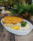 Hawkerman 🍽️ Halal certified restaurant and latest collaboration with 2 hawkerpreneurs: LUCKEE and FEESH & CHIPS by THE SEA SALT SOCIETY.