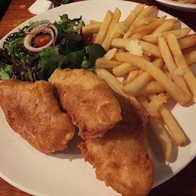 fish and chips with truffle fries 😋😘👍🏼🍺❤️💑 #melfclar #picotin #picotinexpress #fishandchips #trufflefries #veryengbd  #foodphotography #foodspotting #foodstagram #lategram #throwback #igfood #wineanddinesg #epochtimesfood #fish