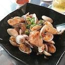 Garlic lala 👍👍😋😋 #melfclar #thebedokmarketplace #lala #ahhuakelong  #dinner #seafood #clams #Sunday #Bedok