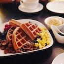 Create your own waffle ❤️ #waffle #createyourown #melfclar #melfbd #batterfluffyflaps #dessertporn #sgeastsiders #honeystars #kokokrunch