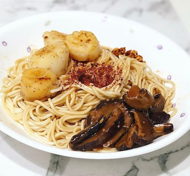 Kiki mala noodles with braised mushrooms and butter scallops ❤️ #kikinoodles #weekend #melfclar