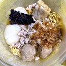 Dinner 🥘 eating Ming Kee Fuzhou Fishball Noodles 🍜 with their Signature  1) Fuzhou Fish 🐟 ball (Fishball with Pork fillings) 2) Fuzhou Rou Yan (Pork 🐷 Dumplings in Fuzhou style) And their pork 🐷 balls 🎱  #ieatishootipost #hungrygowhere #instafood #foodporn #iweeklyfood #yummy #instagram #theteddybearman #eatoutsg #whati8today #yummy #eatoutsg #food #igfoodie #eatingout #eatstagram #sgfood #foodie #foodstagram #SingaporeInsiders #sgfoodie #sgfoodies #burpple #eatbooksg #burrplesg #ilovehawkerfood
