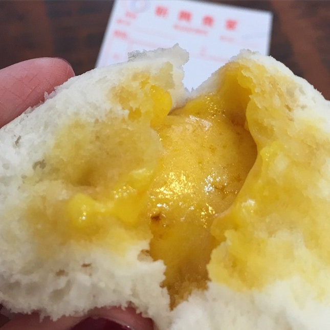 流沙包 Salted Egg Custard Buns from a super old school Dim Sum place in Kennedy Town.