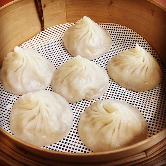 What a steal! 6 chubby Xiao Long Bao 小笼包 @ $4.50 only.