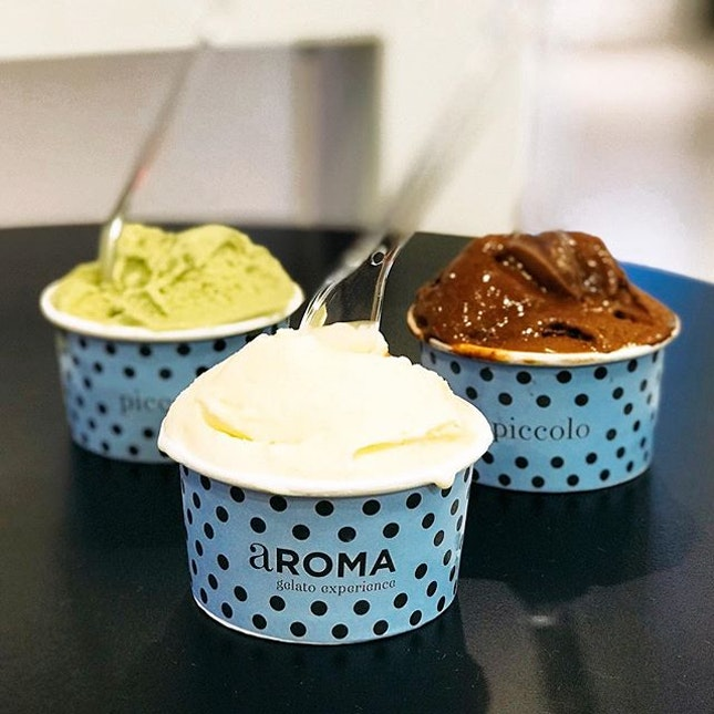 Mascarpone with Dates and Walnuts, Pistachio, Chocolate with Orange [S$3.90 per cup]  Surprised that orange taste is equally strong as the chocolate which makes a great synergy!