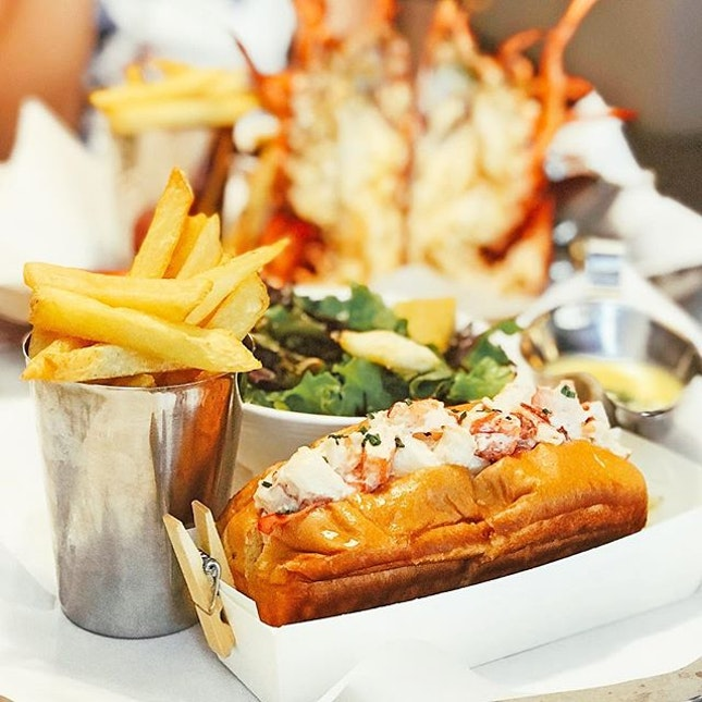 Lobster Roll [S$58.00] Grilled Lobster [S$58.00]  Super fresh lobsters from @pinceandpints!