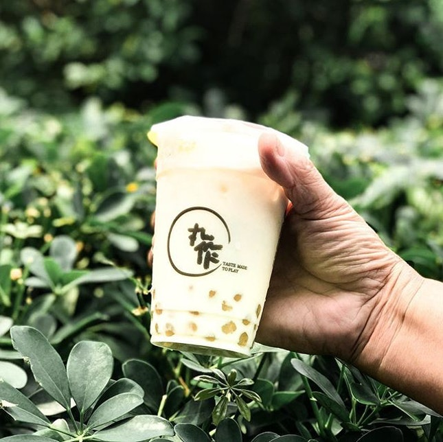 Chrysanthemum Milk Tea with Golden Chrysanthemum Pearls [S$2.90(M)+S$0.80(M)] ・ Featuring one of @PlayMadeOneZo's Chrysanthemum Series and indeed it's a must try item!
