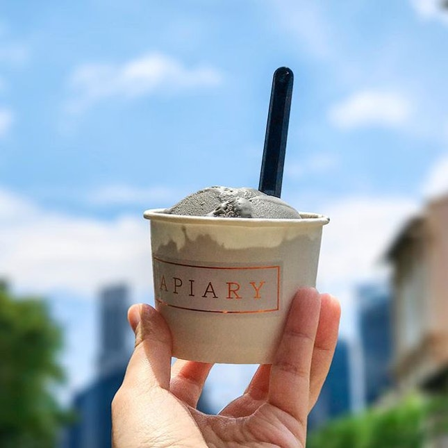 Black Sesame Ice Cream [S$4.60] ・ A cup of sinfulness from @Apiary.SG to welcome the weekend and 11.11!