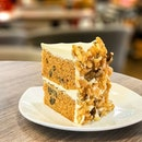 Carrot Walnut Cake [S$7.00] ・ Packed with generous amount of walnuts and visible shreds of carrots, as an anti-fan of carrots @CedeleSingapore has certainly won my heart🧡 Reason being, the cream cheese frosting covered most of the carrot taste and the addition of cinnamon just makes it all better.