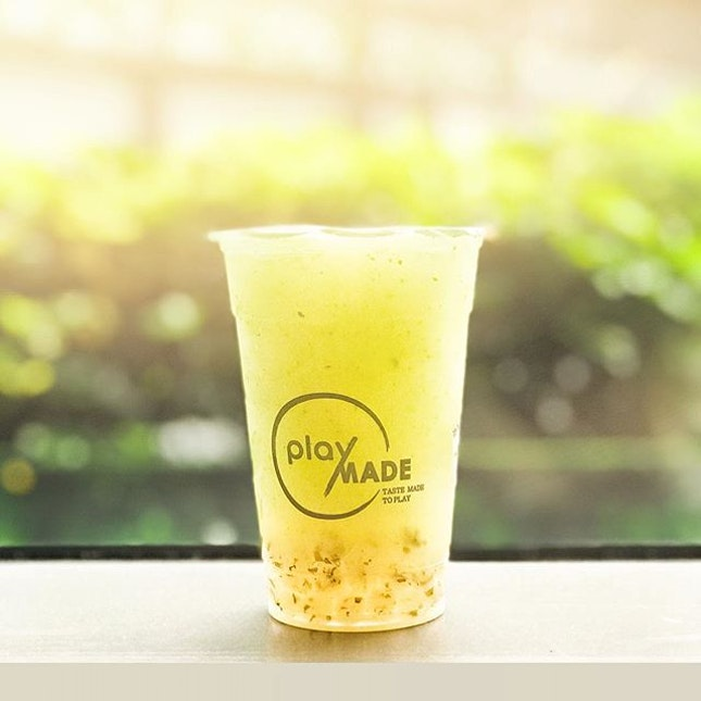 Mojito Ice Blend with Mojito Pearls [S$5.10] ・ This new drink from @PlayMadeOneZo is basically Mojito mocktail with gummies.